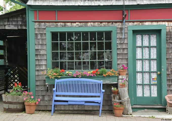 A colourful shop front in Bar Harbour