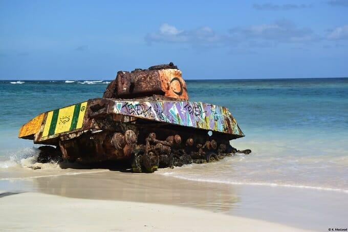 Political art on Playa Flamenco tank