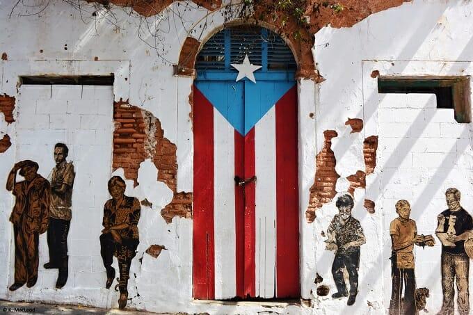 Flag door Old San Juan