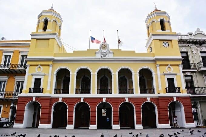Pigeons at Plaza de Armas, Old San Juan