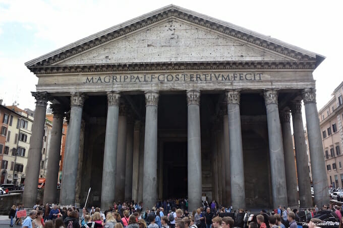 Crowds at the Pantheon