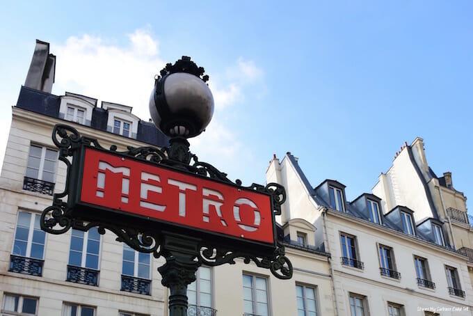 Metro sign weekend in Paris
